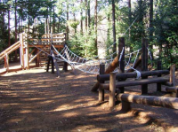 吊り橋型のロープ遊具